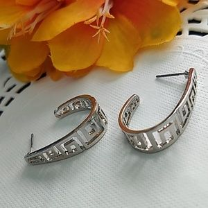 Jewelry - Square pattern silver color post back earring set